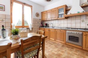 A kitchen or kitchenette at Casa morosini