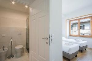 A bathroom at Alinari Apartment