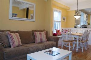 A seating area at Shell Cottage Two-Bedroom Home