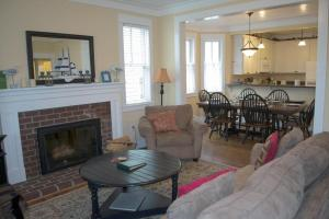 A seating area at Family Tides Four-Bedroom Home