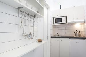 A kitchen or kitchenette at Floyd Room
