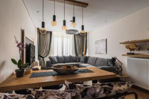 A seating area at Acropolis Exclusive Residence