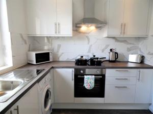 A kitchen or kitchenette at Signature - Fitzalan View