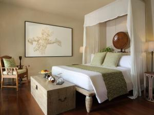 A bed or beds in a room at Kayumanis Sanur Private Villa and Spa