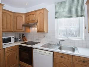 A kitchen or kitchenette at The Swift