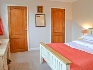 A bed or beds in a room at Nollsfield Lodge