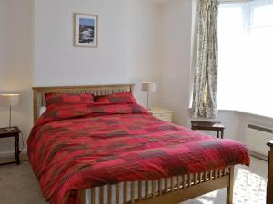 A bed or beds in a room at Ferrybridge View