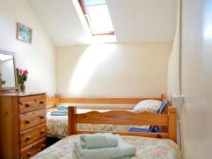 A bed or beds in a room at Buzzard