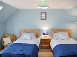 A bed or beds in a room at Ben View