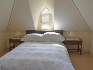 A bed or beds in a room at Heathfield Lodge