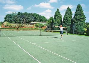Tennis and/or squash facilities at Tommies Cottage or nearby