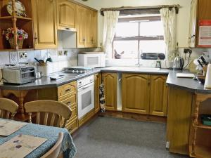 A kitchen or kitchenette at Swallow'S Nest