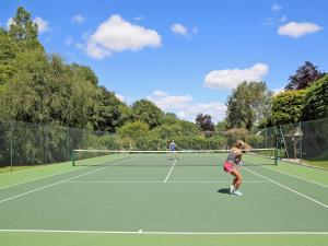 Tennis and/or squash facilities at 2 Salle Cottage or nearby