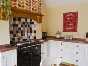 A kitchen or kitchenette at Kyme Barn