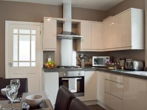 A kitchen or kitchenette at Henthorn Place