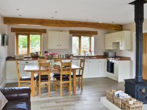 A kitchen or kitchenette at The Granary