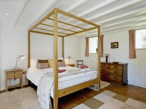 A bed or beds in a room at Limber View