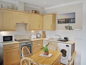 A kitchen or kitchenette at The Slipway