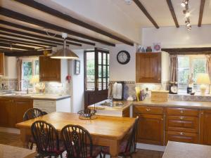 A kitchen or kitchenette at Churchview House