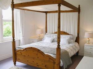 A bed or beds in a room at Eversfield
