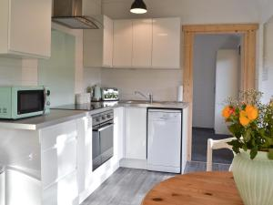 A kitchen or kitchenette at Forest Edge