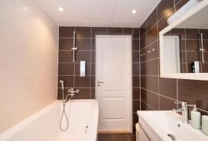 Ванная комната в Tanuma Home Rocca Al Mare