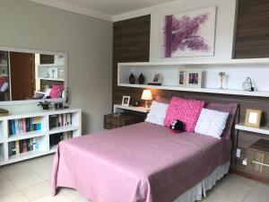 A bed or beds in a room at Casa completa na praia dos milionários