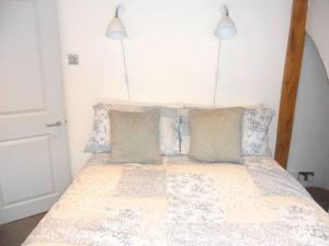 A bed or beds in a room at Tower Cottage