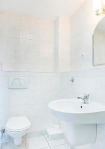 A bathroom at Apartamenty Proeko Polonia