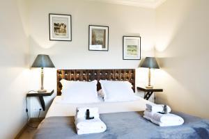 Postel nebo postele na pokoji v ubytování Pick a Flat - Eiffel Tower / Champs de Mars apartments