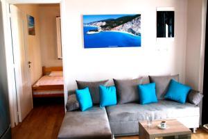 Гостиная зона в Horizon View Apartment