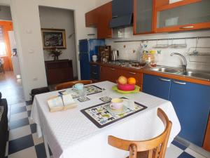 A kitchen or kitchenette at Addis House