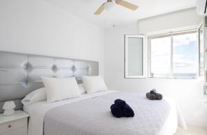 A bed or beds in a room at R&E apartment