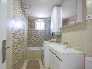 A bathroom at R&E apartment