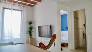 TV/Unterhaltungsangebot in der Unterkunft Bird House Apartments
