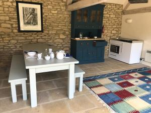 A kitchen or kitchenette at Upper Court Barn