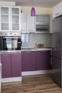 A kitchen or kitchenette at Soleil Apartment