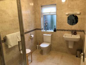 A bathroom at Cluain Tarbh