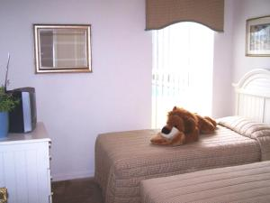 A bed or beds in a room at Sunsplash Vacation Homes