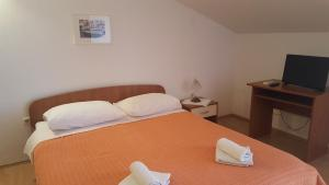 A bed or beds in a room at Apartments Vlasic