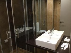 Salle de bains dans l'établissement Victor Hugo by Forever Rentals