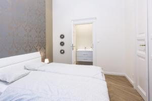 Ein Bett oder Betten in einem Zimmer der Unterkunft Jenny luxury two bedrooms apartment.