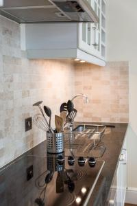 A kitchen or kitchenette at Piccadilly Exclusive Apartments