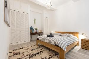 A bed or beds in a room at PREF 2 · F4 - VASTE ET BOURGEOIS ,3 CHAMBRES, ASCENSEUR, VX-NICE