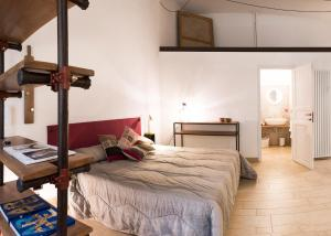 A bed or beds in a room at Il salottino in via Carlo Alberto