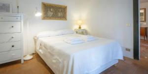 A bed or beds in a room at Vanina Apartment