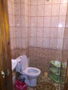A bathroom at квартира под ключ