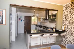 Una cocina o zona de cocina en Casa Deco con piscina