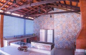 A kitchen or kitchenette at Recante Ipê da Serra