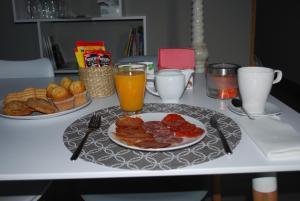 Opciones de desayuno disponibles en Apartamentos Rurales el Trillo